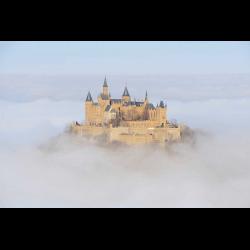 600665 Die Burg Hohenzollern ragt